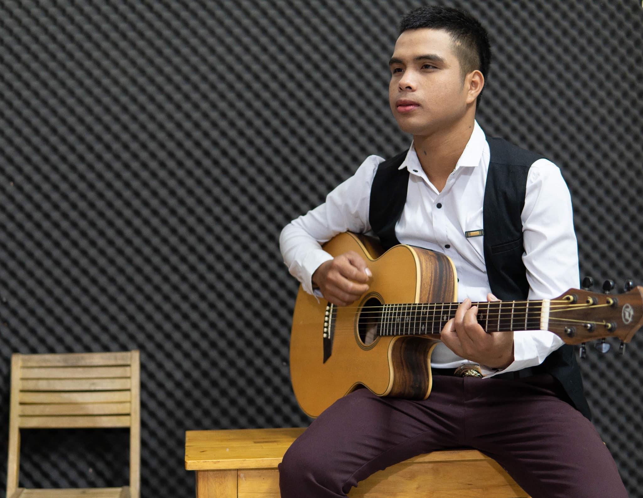 Balin-Chàng ca sĩ trẻ dân tộc Gia Rai.