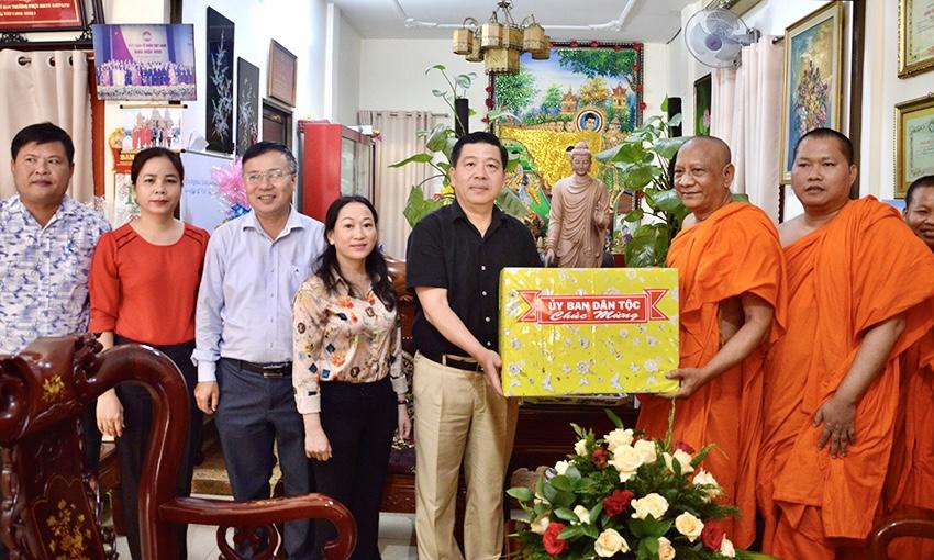 Thứ trưởng, Phó Chủ nhiệm Lê Sơn Hải đã đến thăm và chúc Tết tại TP. Hồ chí Minh