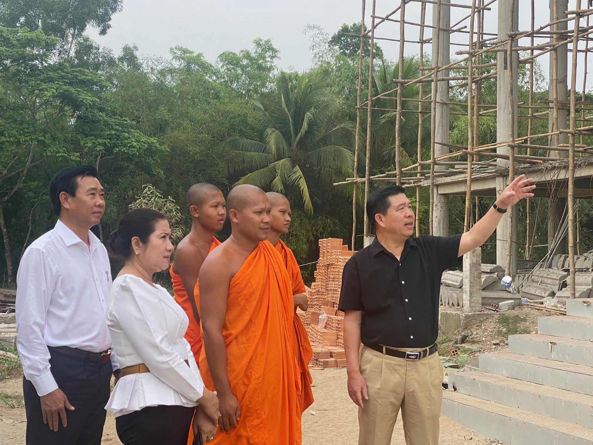 Thứ trưởng, Phó Chủ nhiệm Lê Sơn Hải đến thăm công trình phụ trợ thuộc Học viện Phật giáo Nam tông Khmer