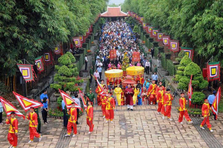 Nghi thức diễu hành rước lễ tại Khu Tưởng niệm các vua Hùng. Ảnh: minh họa