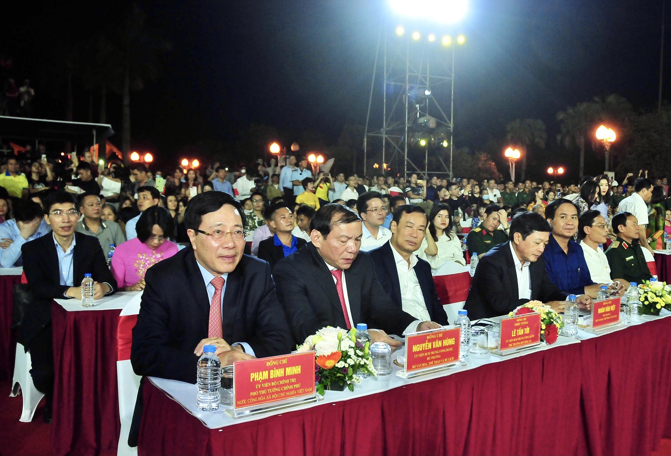 Ủy viên Bộ Chính trị, Phó Thủ tướng Chính phủ Phạm Bình Minh và các đại biểu tham dự Chương trình