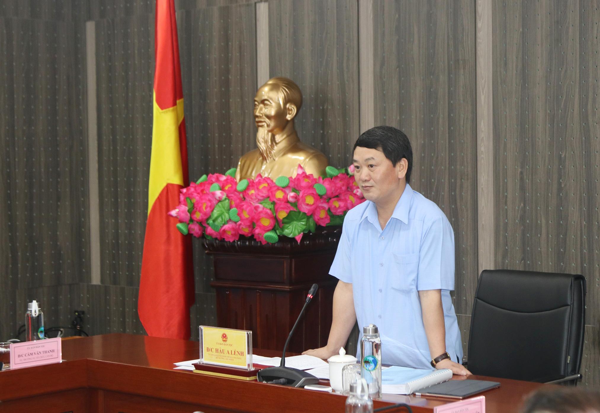 Bộ trưởng, Chủ nhiệm UBDT Hầu A Lềnh phát biểu tại buổi làm việc