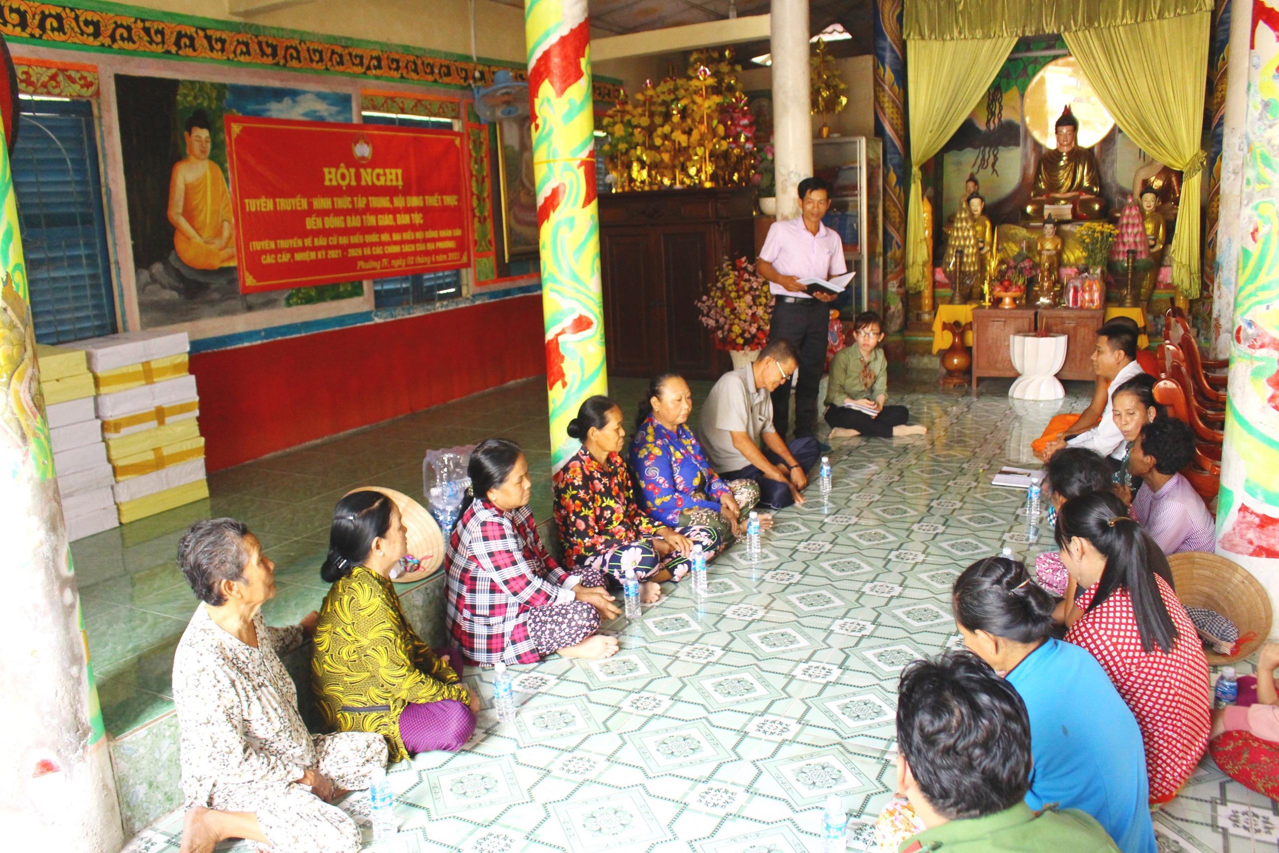 Các địa phương tại tỉnh Hậu Giang đã và đang tăng cường tuyên truyền bầu cử bằng tiếng Khmer