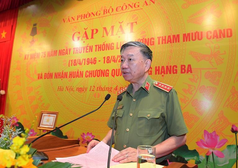Bộ trưởng Tô Lâm phát biểu tại buổi gặp mặt kỷ niệm 75 năm Ngày truyền thống lực lượng Tham mưu CAND (18/4/1946 – 18/4/2021). Ảnh: bocongan.gov.vn