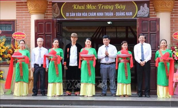 """Cắt băng khai mạc trưng bày chuyên đề """"Di sản văn hóa Chăm Ninh Thuận – Quảng Nam"""". Ảnh: Nguyễn Thành – TTXVN"""