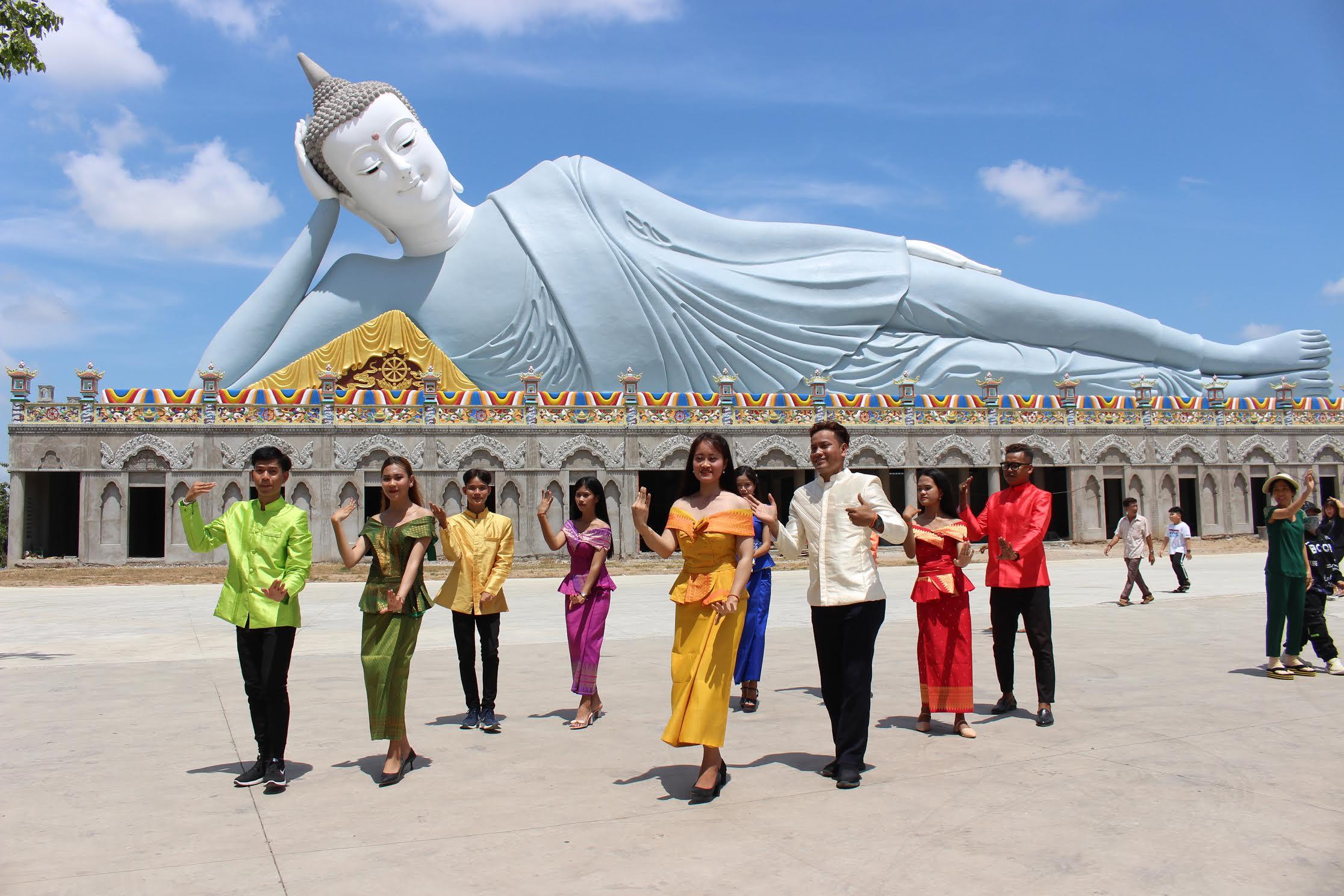 Một buổi tập múa của các bạn trẻ dân tộc Khmer (Sóc Trăng) tại chùa Khleang