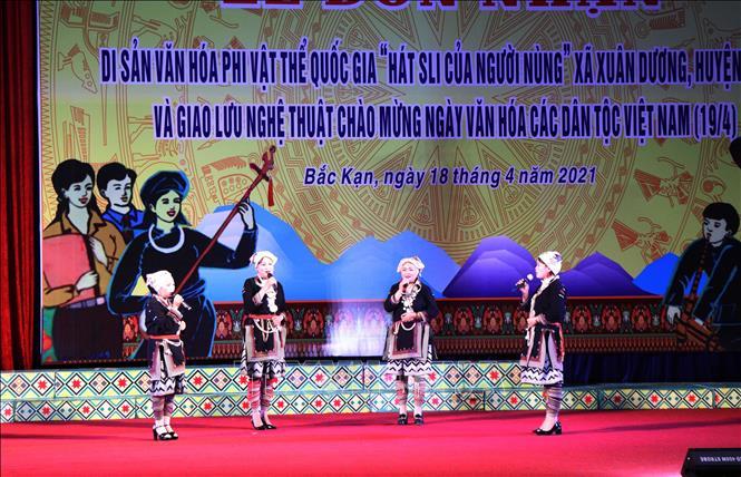 Chương trình giao lưu nghệ thuật chào mừng Ngày văn hóa các dân tộc Việt Nam. Ảnh: Vũ Hoàng Giang/TTXVN