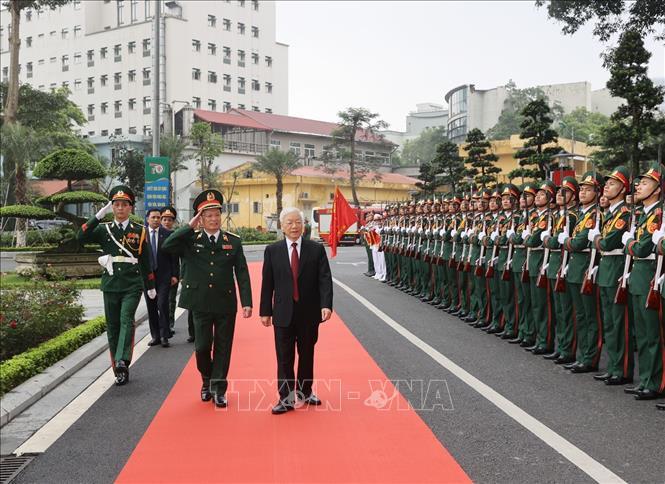 Tổng Bí thư Nguyễn Phú Trọng, Bí thư Quân ủy Trung ương duyệt đội danh dự QĐND Việt Nam. Ảnh: Trí Dũng/TTXVN