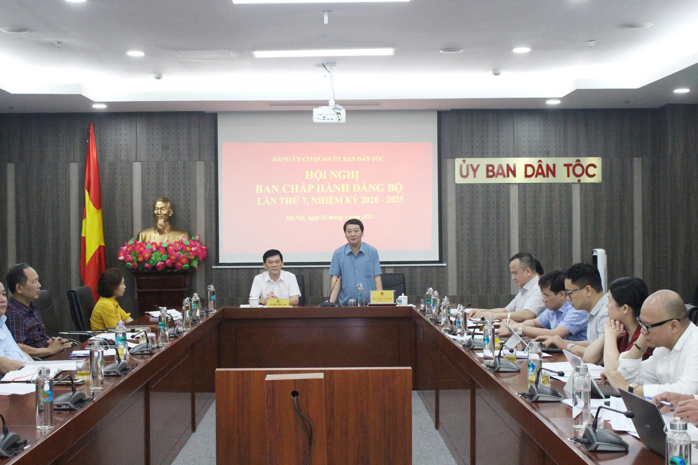 Bí thư Ban Cán sự Đảng, Bộ trưởng, Chủ nhiệm Hầu A Lềnh phát biểu tại Hội nghị