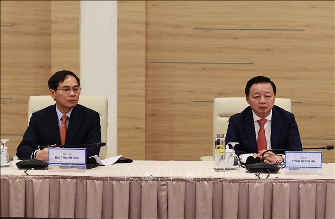 Bộ trưởng Bộ Ngoại giao Bùi Thanh Sơn và Bộ trưởng Bộ Tài nguyên và Môi trường Trần Hồng Hà tham dự hội nghị. Ảnh: Thống Nhất/TTXVN