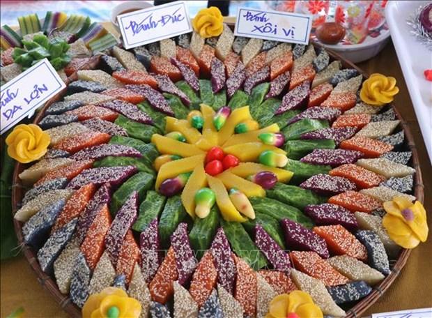 """Các loại bánh dân gian được phối kết hợp đầy màu sắc, đúng với chủ đề của ngày hội là """"Sắc màu phương Nam"""". Ảnh: Huỳnh Anh - TTXVN"""