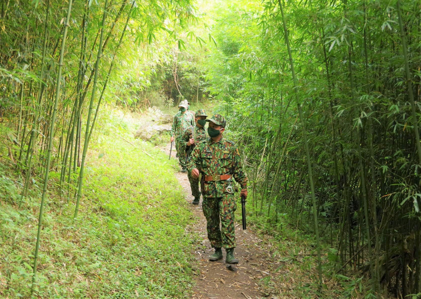 Lực lượng chốt quản lý bảo vệ biên giới, phòng chống dịch Covid -19 của Đồn BP cửa khẩu Quốc tế Nậm Cắn tổ chức tuần tra, ngăn chặn tình trạng xuất nhập cảnh trái phép.