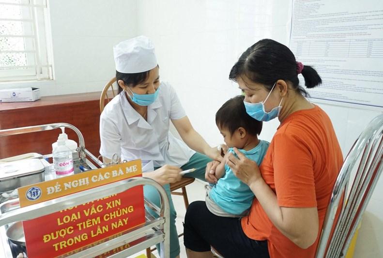 Tiêm chủng đầy đủ cho trẻ là biện pháp phòng bệnh hiệu quả