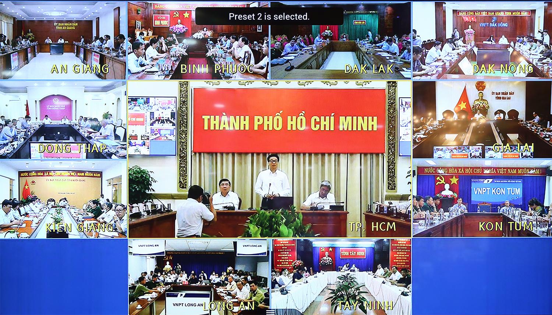 Cuộc họp trực tuyến với 10 tỉnh có biên giới với Campuchia - Ảnh: VGP/Đình Nam