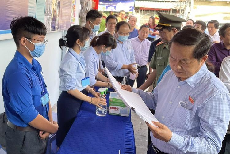Đại diện Ủy ban bầu cử TP. Hồ Chí Minh đi kiểm tra công tác chuẩn bị bầu cử tại các quận, huyện.
