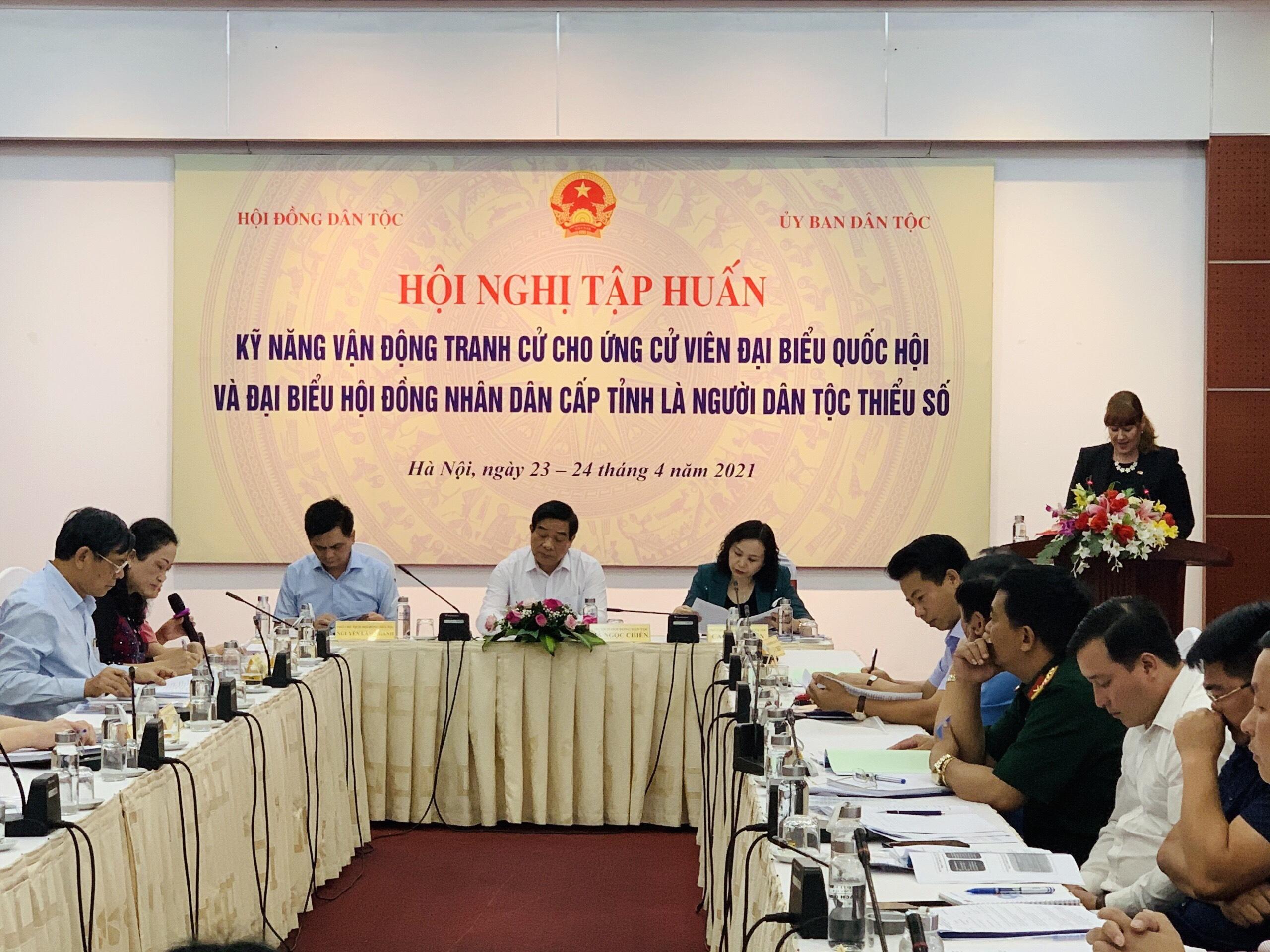 Hội nghị tâp huấn nhằm giúp cho các ứng cử viên là người DTTS nắm được kiến thức và những kỹ năng cần thiết để tham gia vận động tranh cử