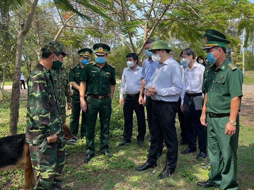 Bộ trưởng Bộ Y tế Nguyễn Thanh Long cùng đoàn công tác của Bộ Y tế kiểm tra công tác phòng, chống Covid-19 tại tỉnh Kiên Giang