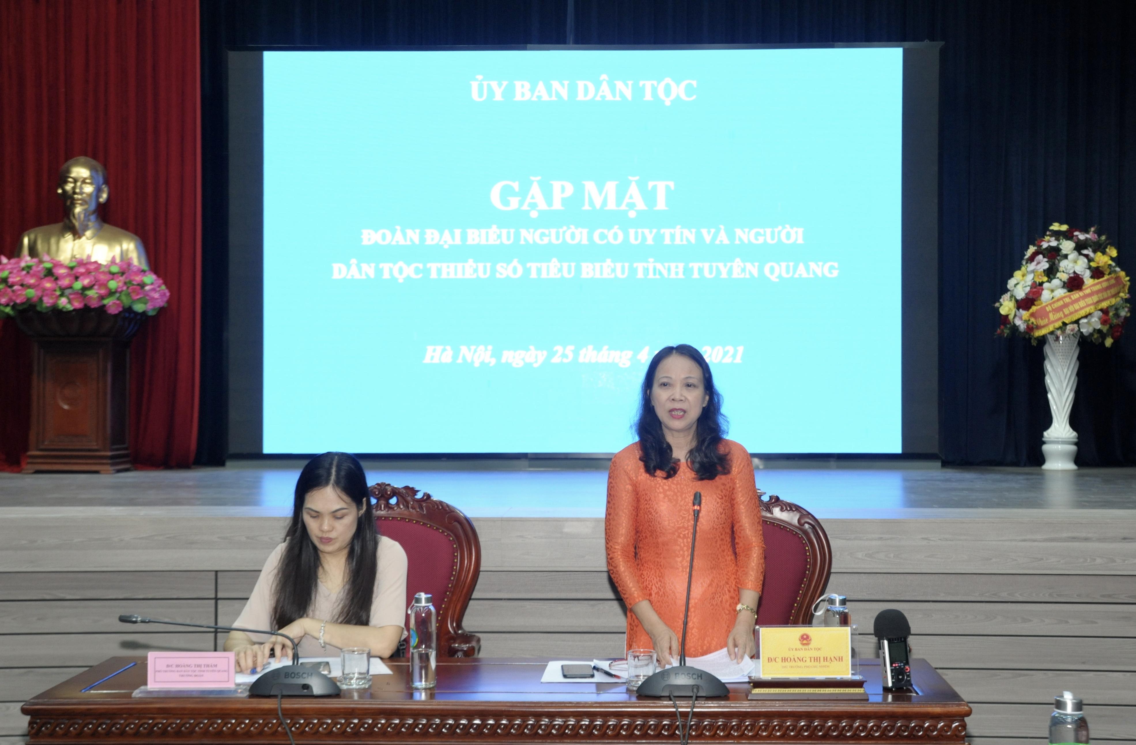 Thứ trưởng, Phó Chủ nhiệm UBDT Hoàng Thị Hạnh phát biểu tại buổi gặp mặt