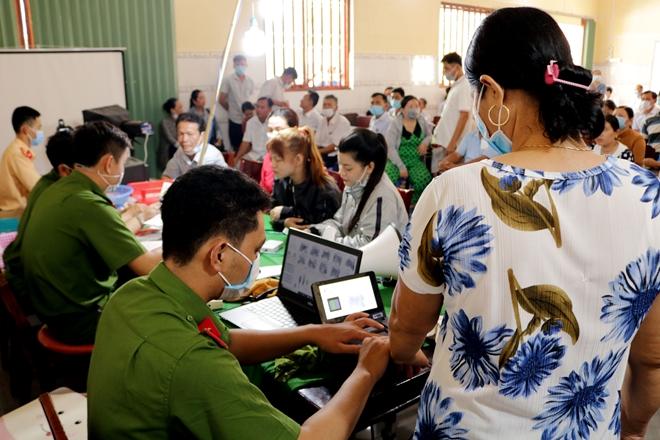 Phát huy vai trò chức sắc, người có uy tín trong đồng bào Khmer trong cấp CCCD 2