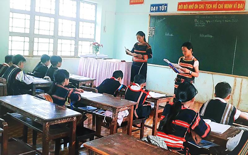Tiết học tiếng Gia Rai tại Trường tiểu học Lý Thường Kiệt, xã Ia Vê, huyện Chư Prông.