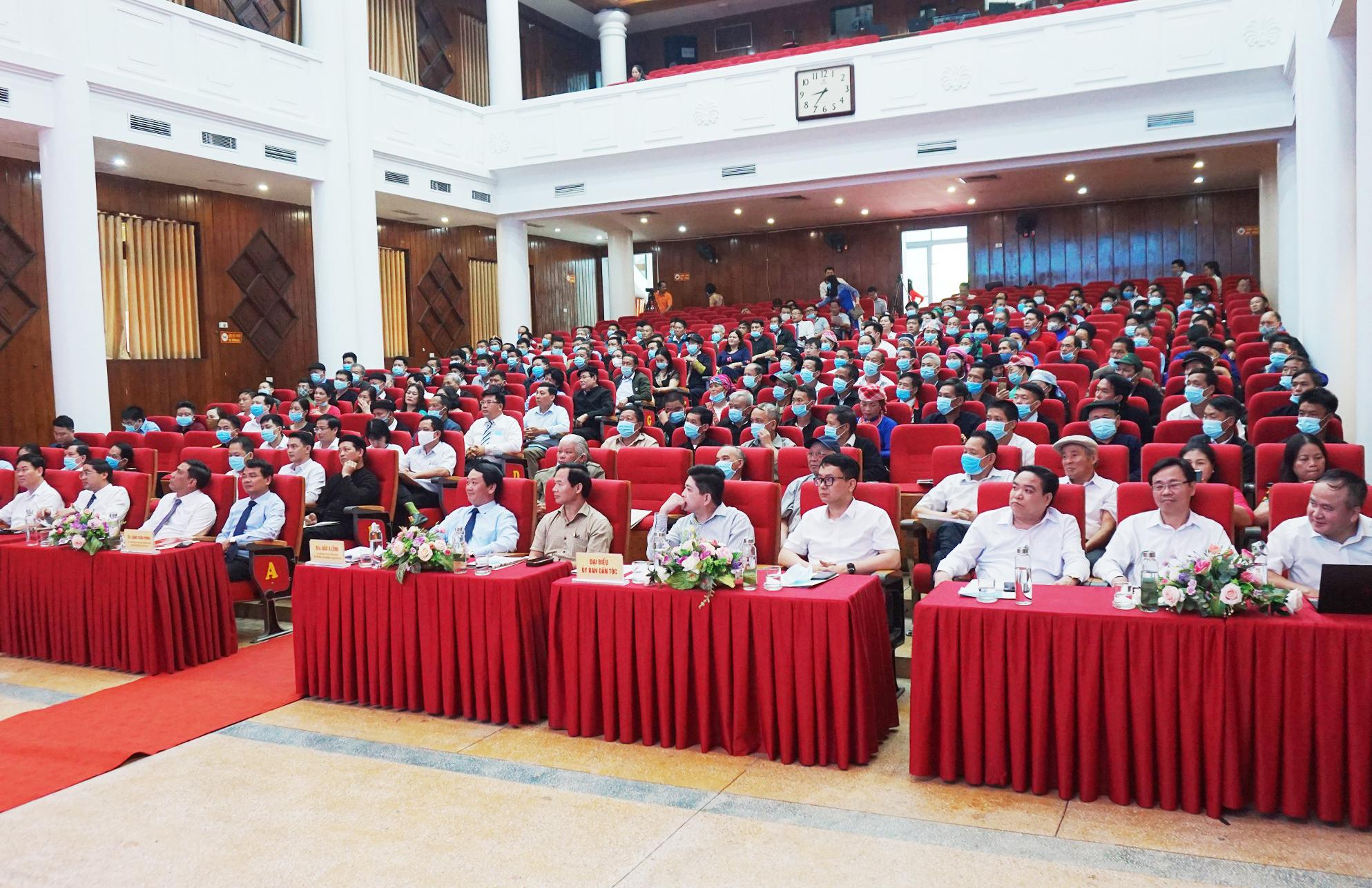 Các đại biểu, khách quý tham dự Hội nghị