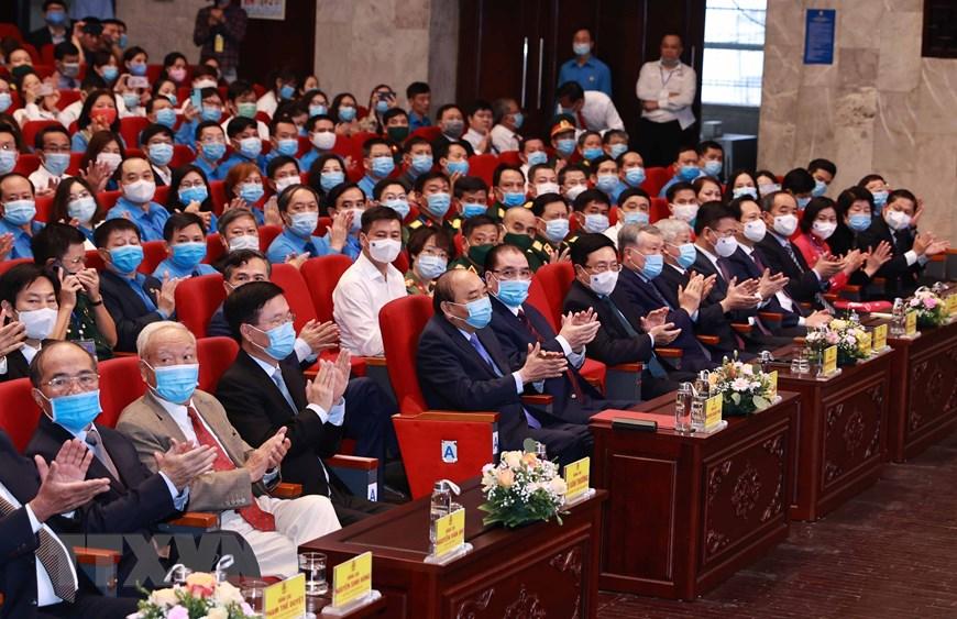 Chủ tịch nước Nguyễn Xuân Phúc cùng các đồng chí lãnh đạo, nguyên lãnh đạo Đảng và Nhà nước tham dự buổi lễ. Ảnh: Thống Nhất/TTXVN