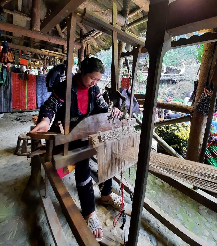 Một góc không gian tái hiện nghề truyền thống của người Mông