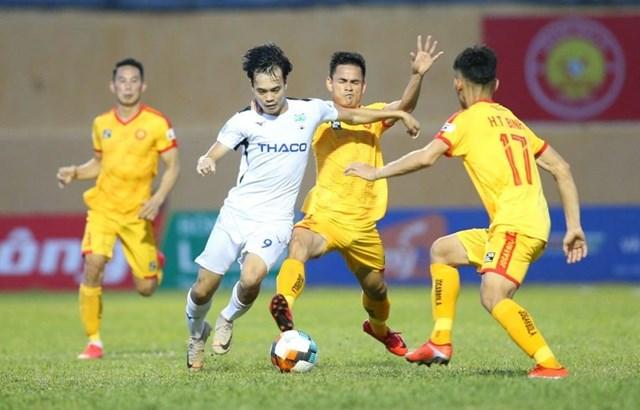 Tâm điểm sẽ dồn về sân Thanh Hóa khi HAGL tới đây thi đấu.