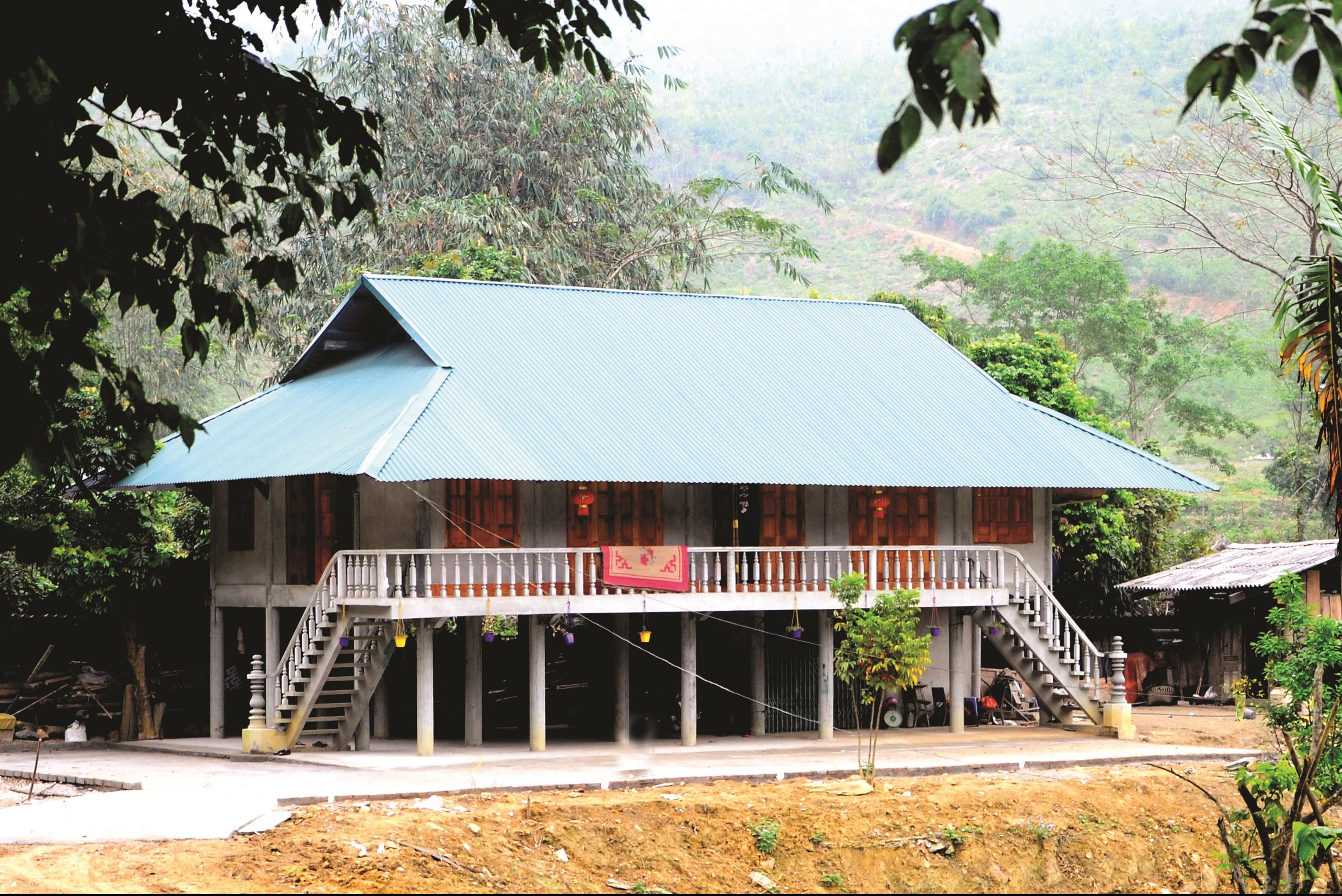 Một ngôi nhà mới ở làng Dùm.
