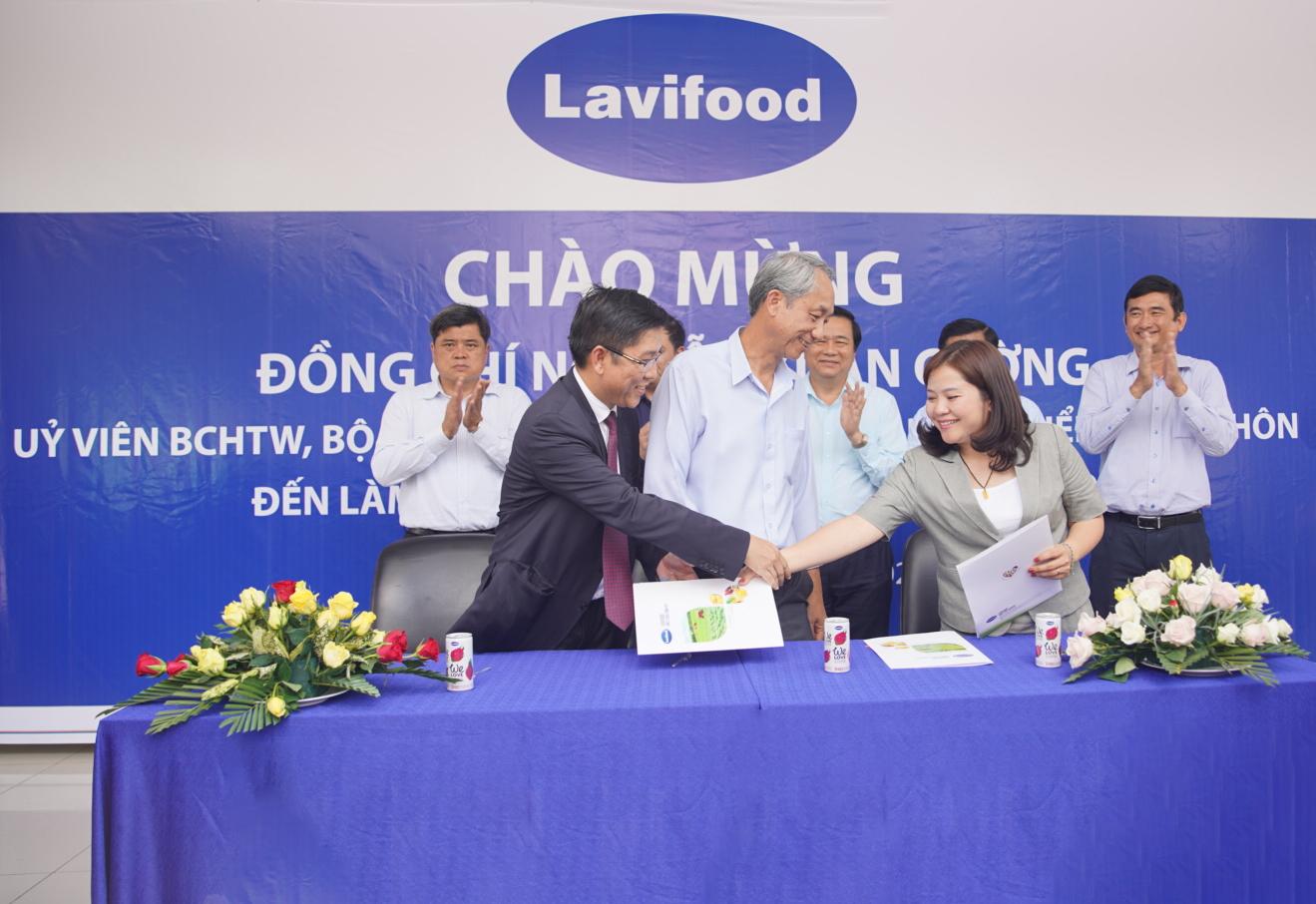 SCB, Lavifood và Quỹ Khởi Nghiệp Xanh ký cam kết đồng hành hỗ trợ nông dân Việt