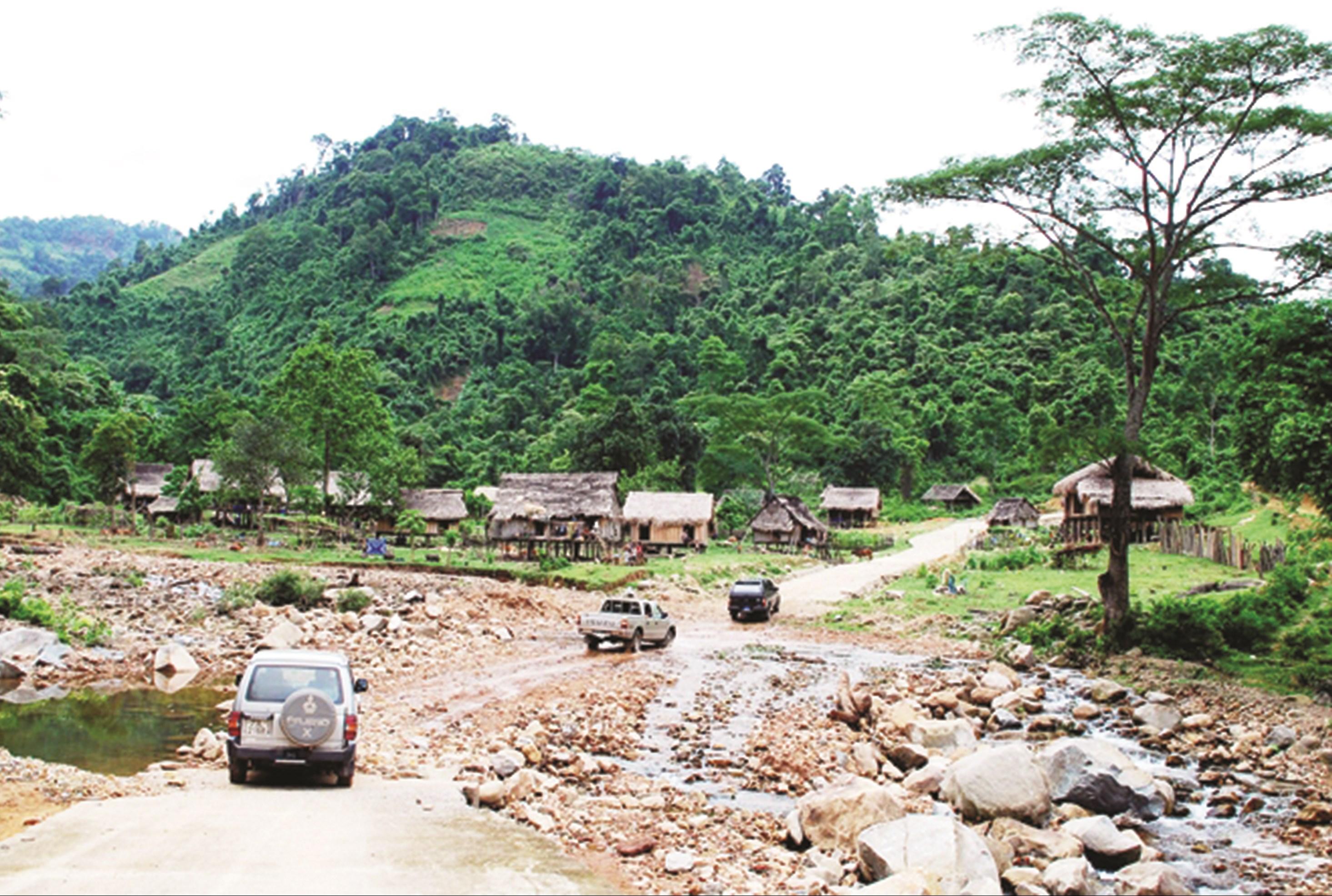 Một góc bản Dộ ở xã Trọng Hóa, huyện Minh Hóa (Quảng Bình) nơi có cộng đồng người Chứt sinh sống vẫn còn nhiều khó khăn.