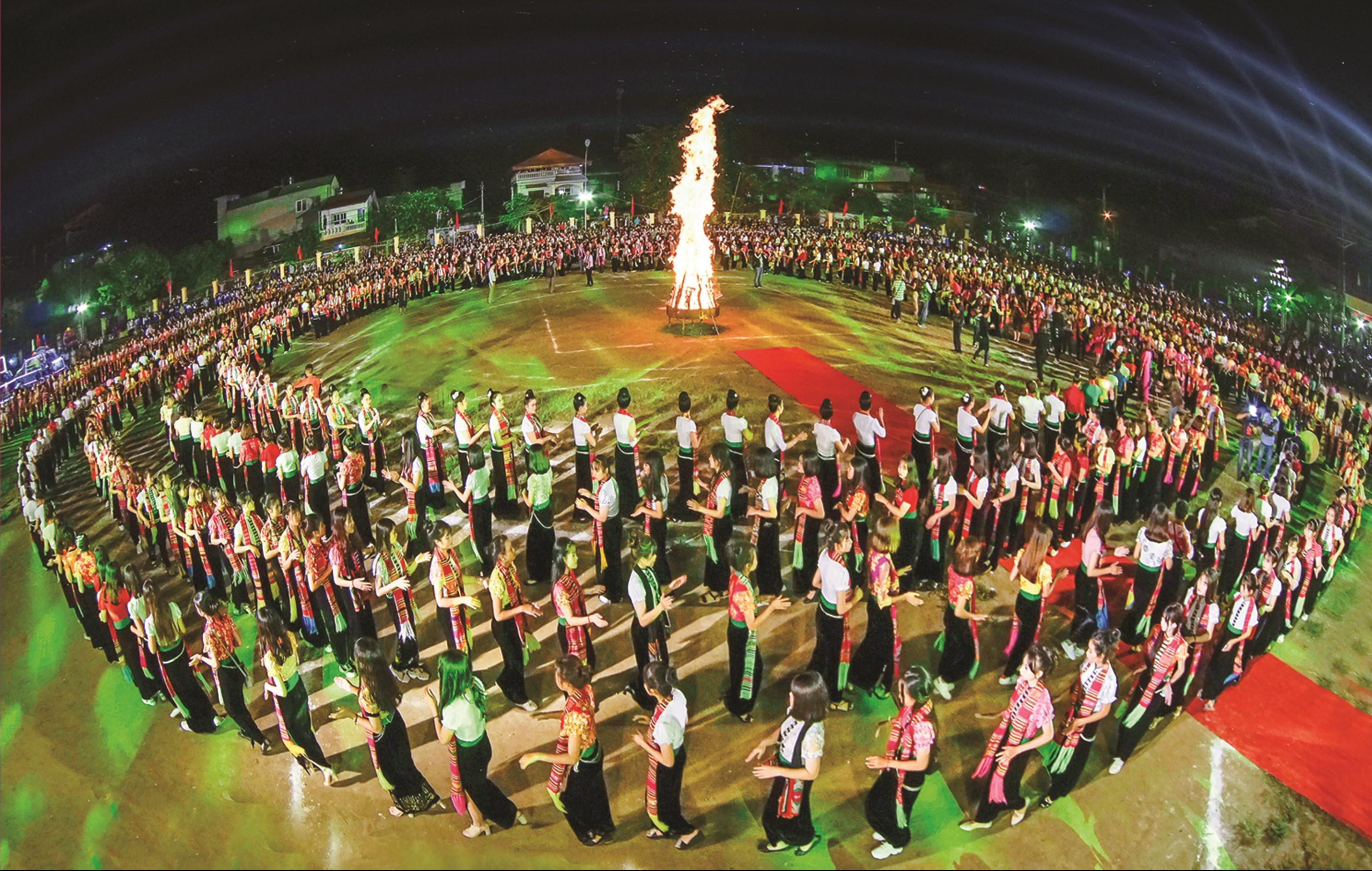 Màn xòe Thái tại Lễ hội Văn hóa, Du lịch Mường Lò năm 2018.