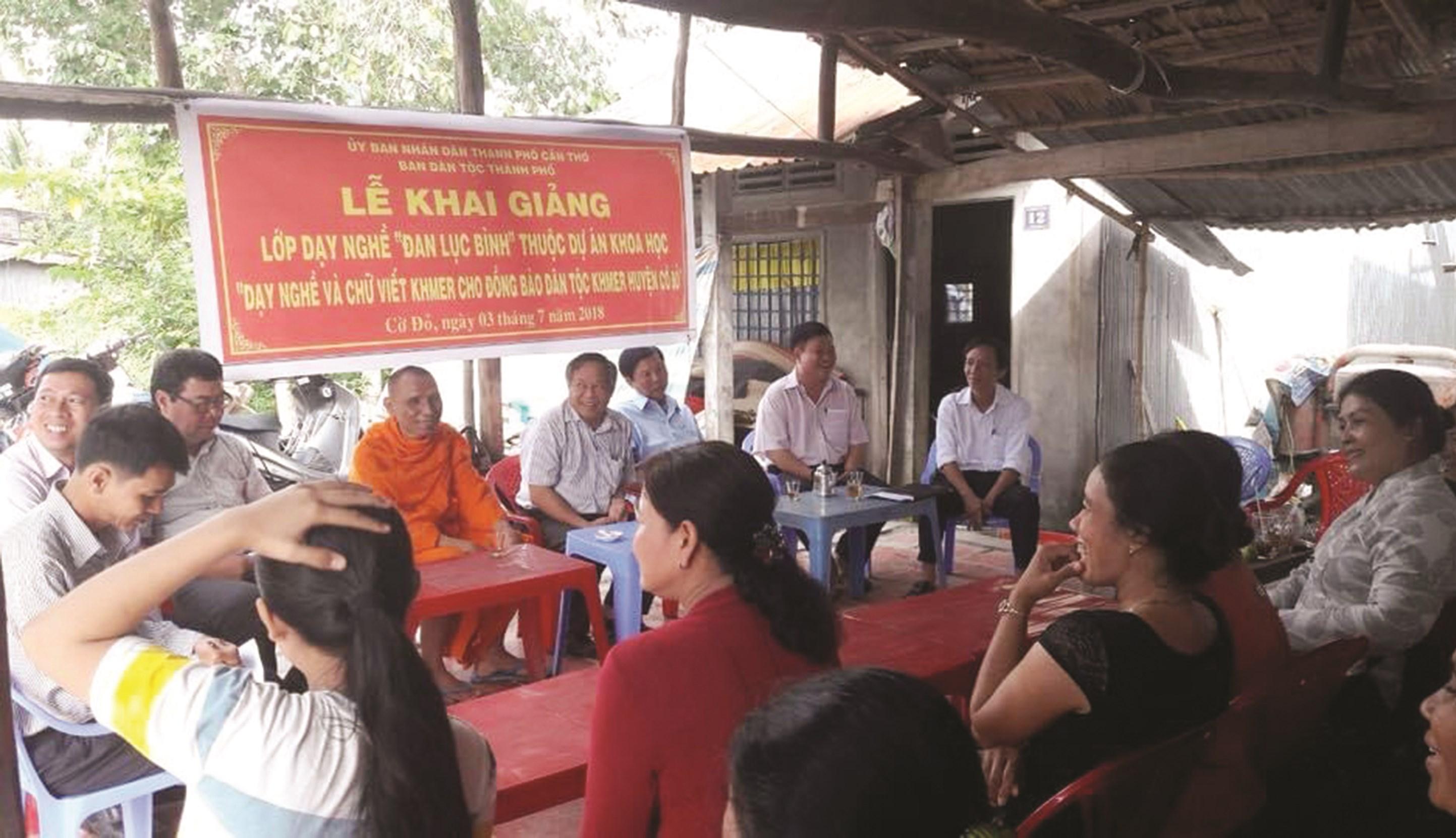 Dự án dạy nghề và tiếng Khmer của Ban Dân tộc TP. Cần Thơ đã hỗ trợ hàng trăm hộ gia đình tham gia dự án có việc làm thường xuyên.