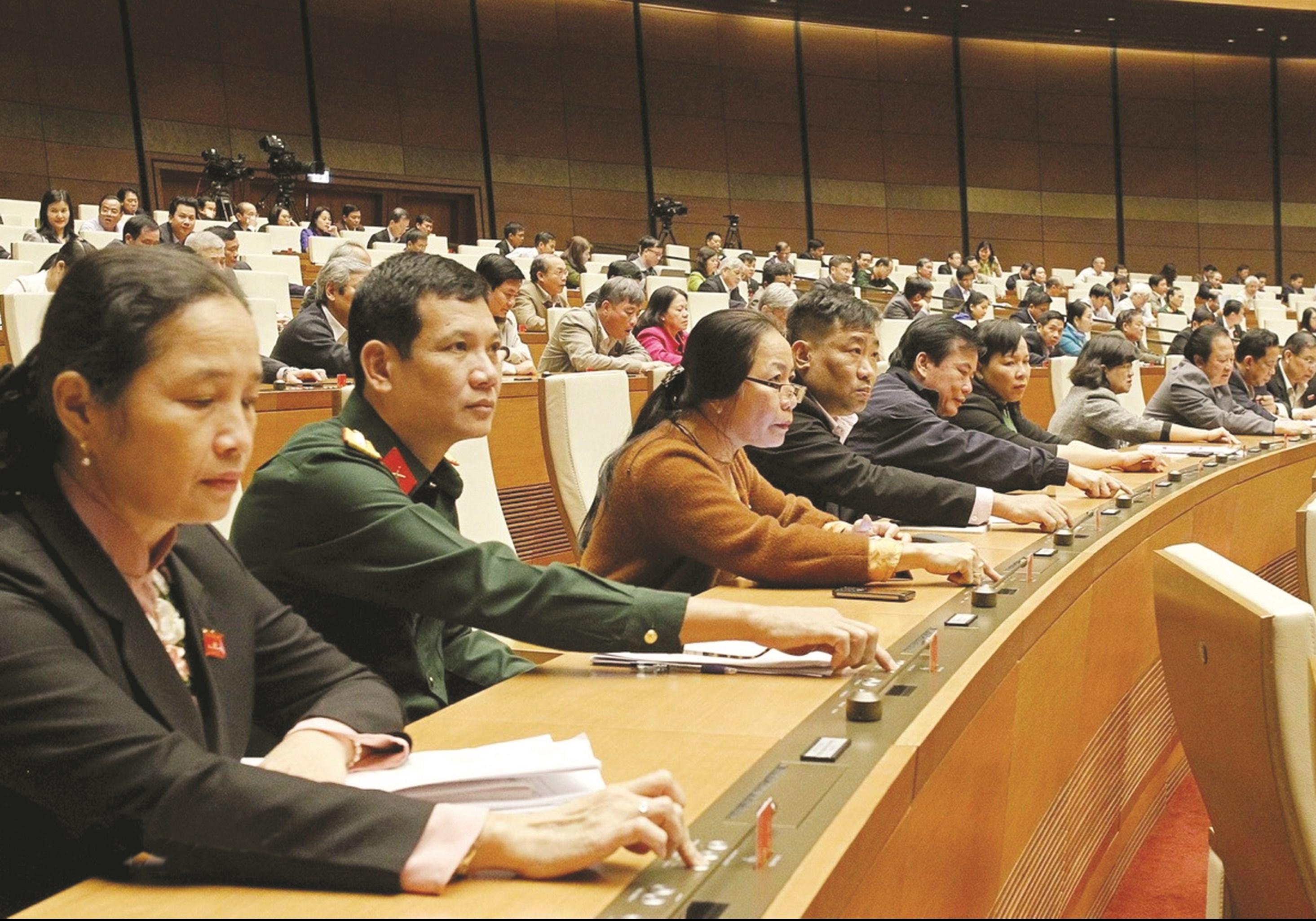 Chiều ngày 19/6, tại Kỳ họp thứ 9 Quốc hội Khóa XIV, các Đại biểu Quốc hội nhấn nút biểu quyết thông qua Nghị quyết Phê duyệt chủ trương đầu tư Chương trình mục tiêu quốc gia phát triển KT-XH vùng đồng bào DTTS và miền núi giai đoạn 2021 - 2030 với tỷ lệ 100% số đại biểu tham gia biểu quyết tán thành.