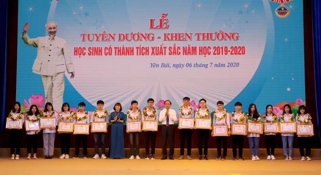 Năm học 2019-2020 tỉnh Yên Bái có nhiều học sinh đạt thành tích xuất sắc trong học tập (Ảnh: BYB)