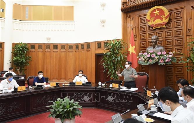 Thủ tướng Phạm Minh Chính chủ trì cuộc họp với Thường trực BCĐ Quốc gia phòng, chống dịch COVID-19. Ảnh: TTXVN