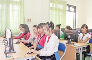 Buổi học của học sinh trường PTDTNT THPT tỉnh Hòa Bình (Ảnh: BHB)