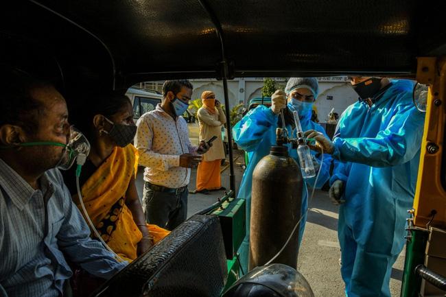 Số ca COVID-19 tăng cao kỷ lục mỗi ngày khiến Ấn Độ rơi vào tình trạng cạn kiệt nguồn oxy y tế. Ảnh: New York Times