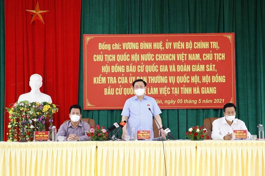 Chủ tịch Quốc hội Vương Đình Huệ phát biểu tại buổi làm việc với Ủy ban bầu cử tỉnh Hà Giang.