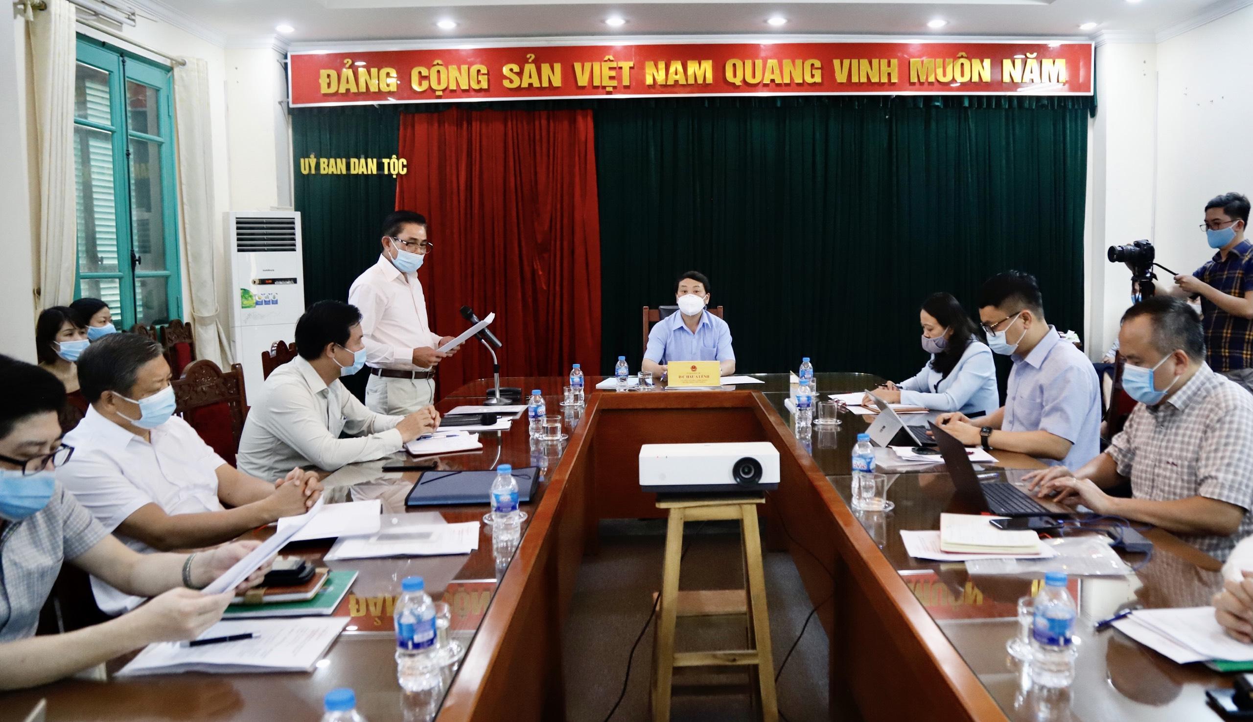 Ông Lê Công Bình, Tổng Biên tập Báo Dân tộc và Phát triển báo cáo tình hình thực hiện nhiệm vụ của đơn vị
