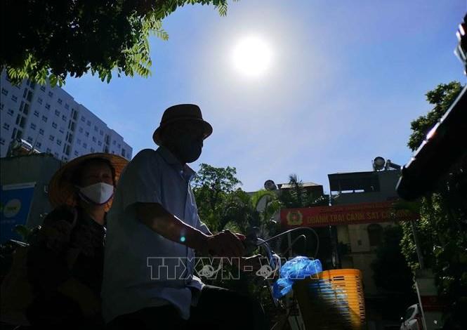 Các thành phố từ Trung Bộ đến Nam Bộ có mức chỉ số tia cực tím (UV) cực đại trong ngày đều ở mức 8-10. Ảnh minh họa: Thanh Tùng/TTXVN