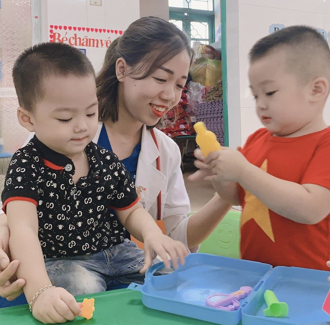 Ứng cử viên ĐBQH Trần Thị Hạnh Quyên tâm huyết với y tế cơ sở
