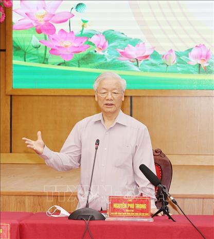 Tổng Bí thư Nguyễn Phú Trọng, Bí thư Quân uỷ Trung ương phát biểu tại buổi tiếp xúc cử tri. Ảnh: Trí Dũng/TTXVN