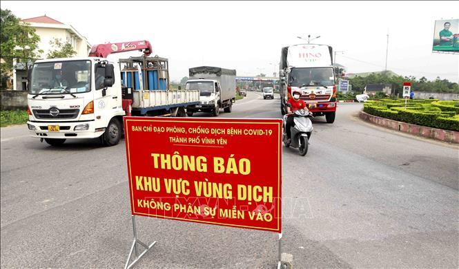 Vĩnh Phúc lập 11 chốt kiểm soát dịch COVID-19 các tuyến đường vào thành phố Vĩnh Yên. Ảnh: TTXVN