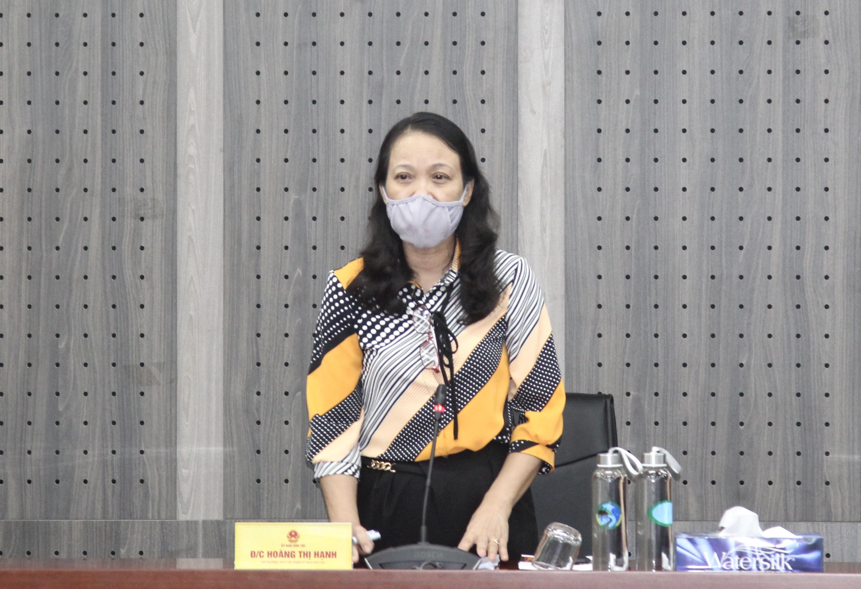 Thứ trưởng, Phó Chủ nhiệm Hoàng Thị Hạnh, Trưởng Ban Chỉ đạo phòng, chống Covid-19 UBDT phát biểu tại cuộc họp
