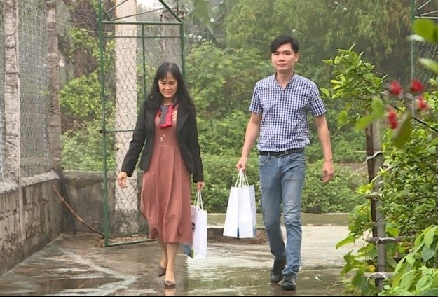 Đại diện đại lá lành Vinamilk đến thăm gia đình chị Quý Thu tại tỉnh Ninh Bình