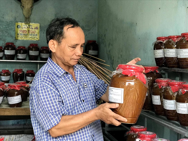 Ông Lê Văn Nghĩa, người khôi phục và phát triển rượu cần Phú Túc.