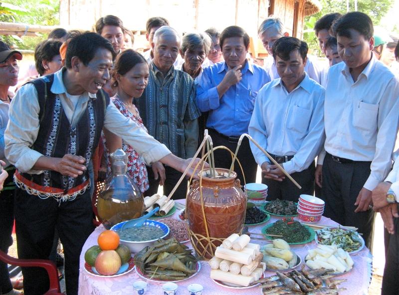 Rượu cần Phú Túc trong Lễ hội Văn hóa của người Cơ Tu.
