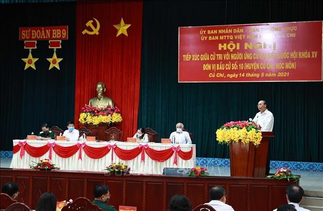 Chủ tịch nước Nguyễn Xuân Phúc trình bày Chương trình hành động trước cử tri Sư đoàn 9 (Quân đoàn 4). Ảnh: Thống Nhất/TTXVN