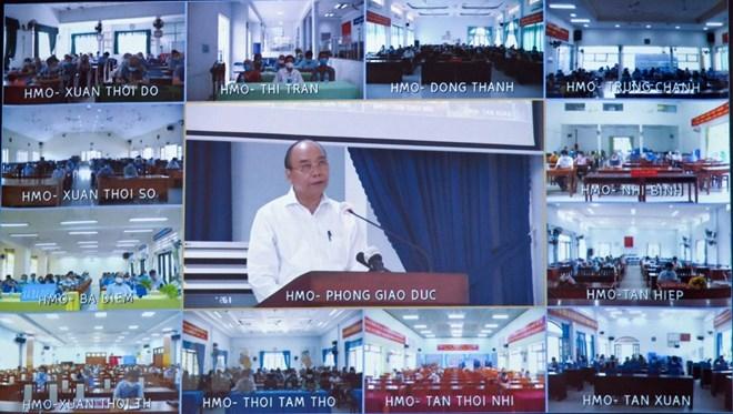 Chủ tịch nước Nguyễn Xuân Phúc trình bày Chương trình hành động tại hội nghị trực tuyến tiếp xúc giữa cử tri 12 xã, thị trấn huyện Hóc Môn với người ứng cử ĐBQH, tại điểm cầu Nhà văn hoá Thiếu nhi huyện Hóc Môn, chiều 15/5. Ảnh: Thống Nhất/TTXVN